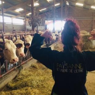 Parce qu'elles jouent un rôle essentiel dans notre coopérative, nous souhaitons une bonne fête à toutes les femmes qui y travaillent.. Nos agricultrices, techniciennes, vendeuses...  Bonne fête mesdames  #lait#montbeliarde #coopbouclans #livraisonàdomicile #boutiqueenligne#drive #simmental #veau #nancray #rochelezbeaupré #bouclans#fromagerie #journeedelafemme #coopbouclans
